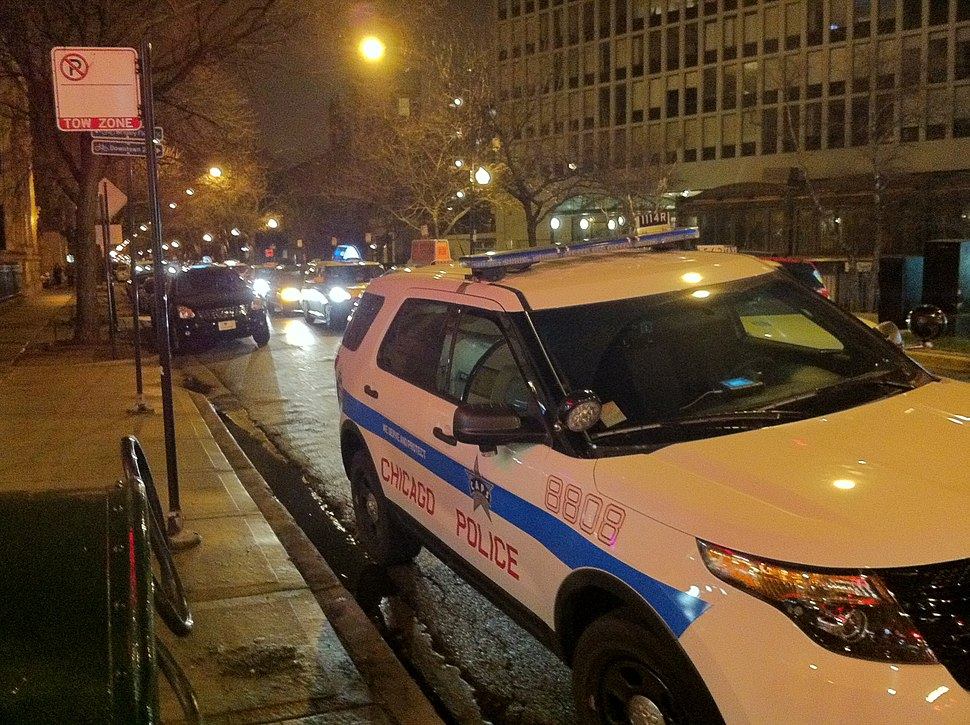 Chicago Police Parking in No Parking Space 2013-04-11 23-48