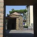 Chiesa di Santa Maria delle Grazie all'Isolotto (Florence) - Facade - Aedicula 02.jpg