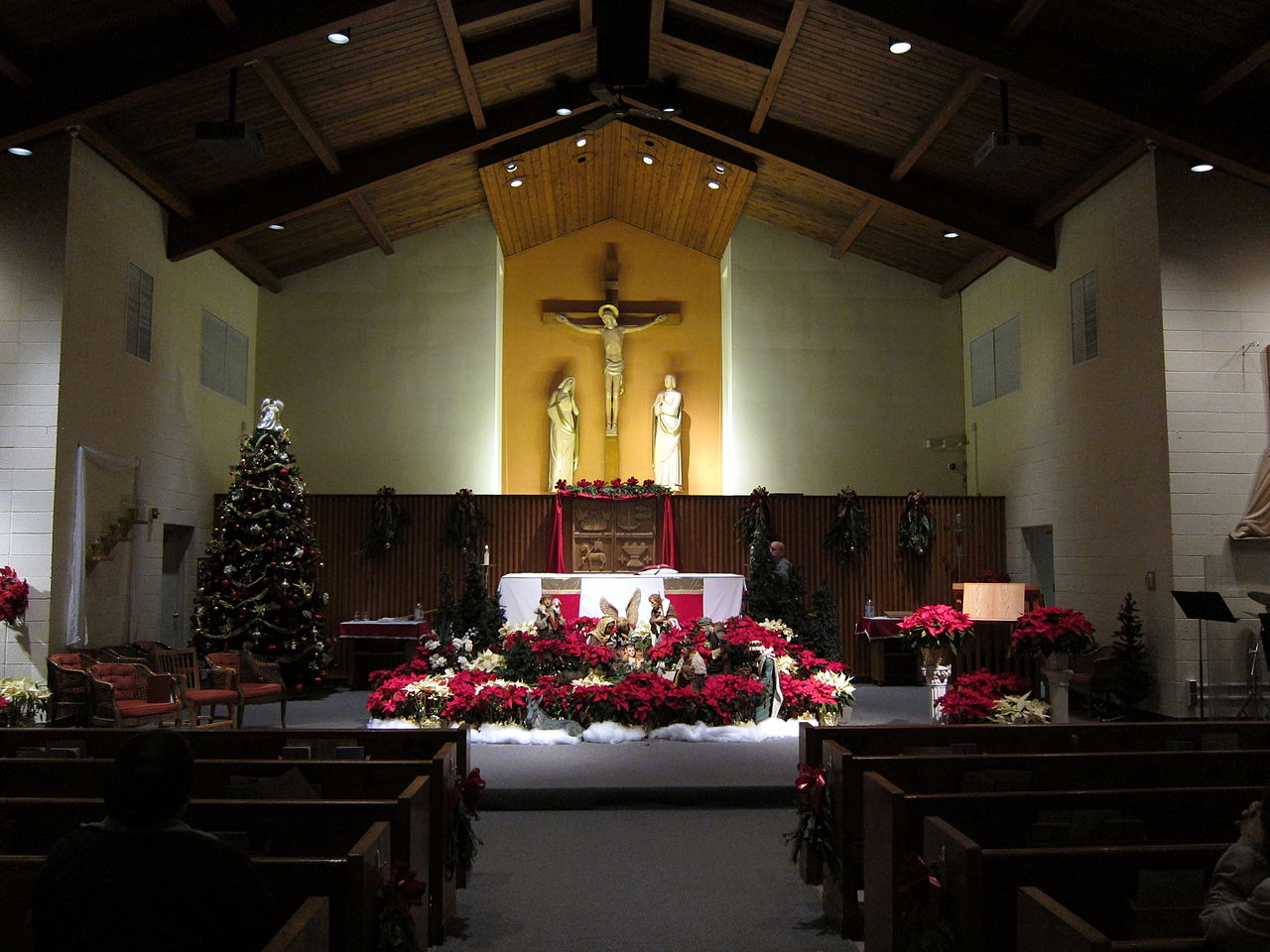 File church of st ambrose latham new york interior for Interior xmas decorations