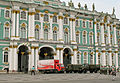 Coca-Cola vor dem Winterpalais in Sankt Petersburg.jpg