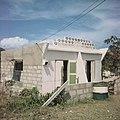 Collectie Nationaal Museum van Wereldculturen TM-20017533 Winkel in Koolbaai Sint Maarten Boy Lawson (Fotograaf).jpg