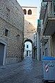 Conversano, Porta Tarantina (dall'interno delle mura) - panoramio.jpg