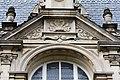 Détail du fronton du 5 rue Général-Maurice-Guillaudot, Rennes, France.jpg