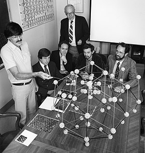 Dan Shechtman - Meeting at NIST in 1985 where Shechtman (left) explains the atomic structure of quasicrystals