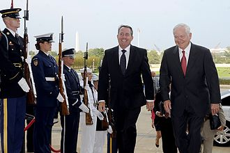 Liam Fox - Secretary of Defense Robert M. Gates escorts Fox through an honor cordon and into The Pentagon in 2010