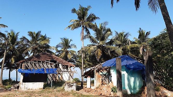 Dilapidated houses in rural Kerala 5.jpg