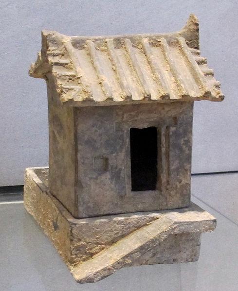 File:Dinastia han or.le, gabinetto e porcile, 25-220 ca..JPG