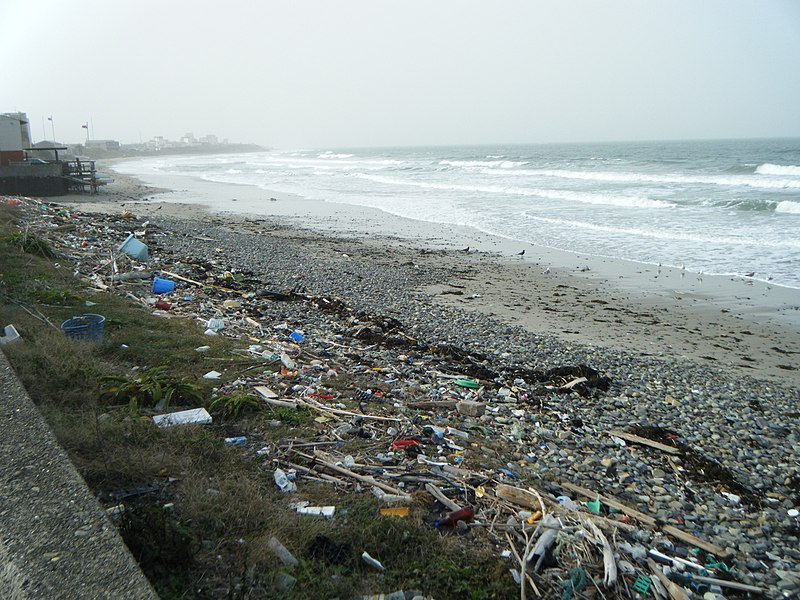 File:Dirty beach, north from Shimonoseki, Japan - panoramio.jpg
