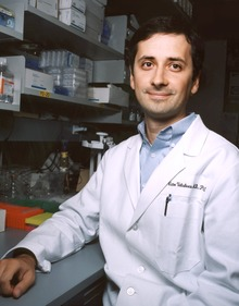 Dr. Vicotor Velculescu in his lab.tif