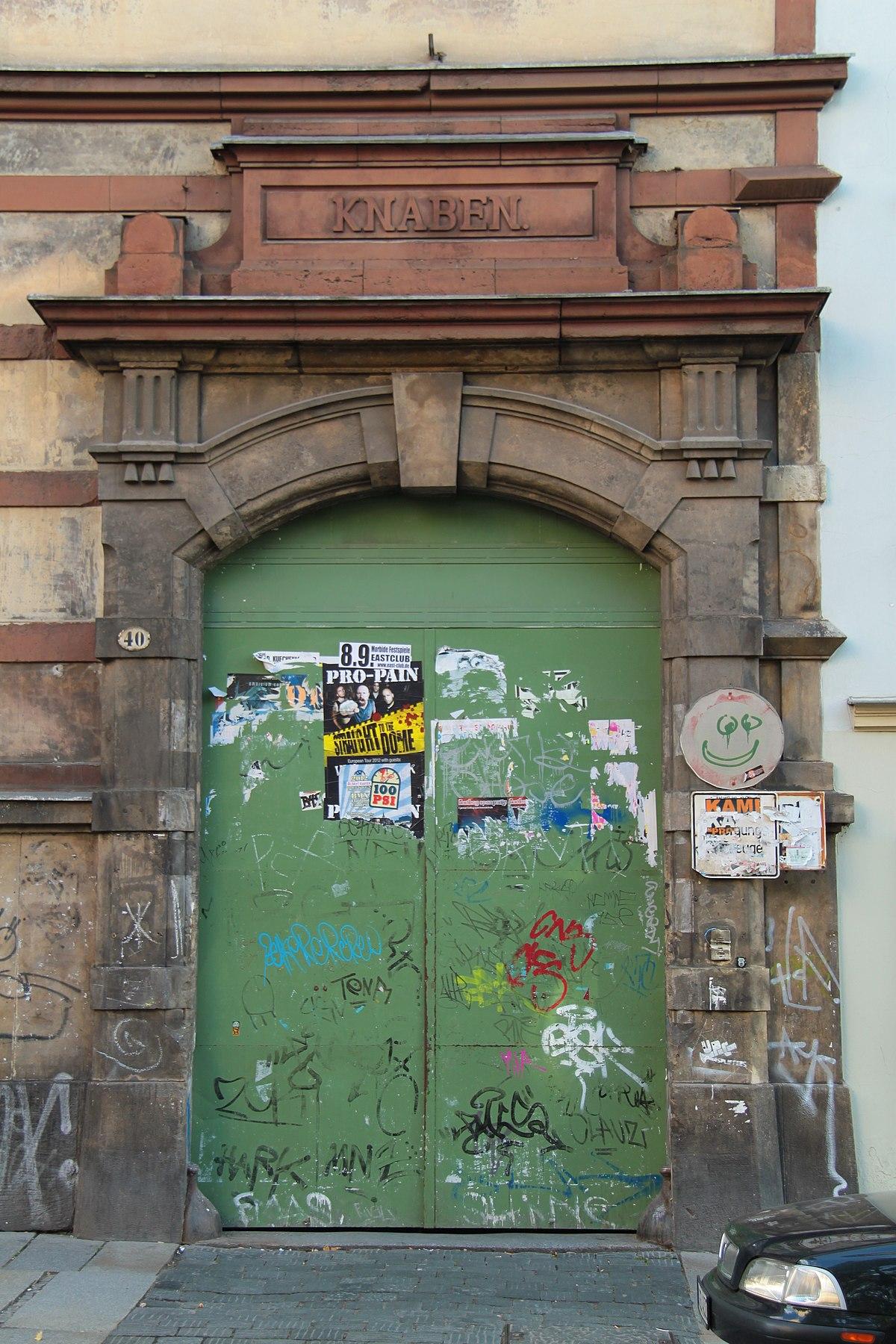 https://commons.wikimedia.org/wiki/File:Dresden_2012-09-06-0520.jpg