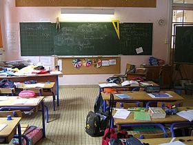 Salle de classe dans une école élémentaire.