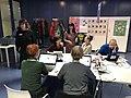 Editathon 100 Jahre Frauenwahlrecht Stuttgart - Mutherem Aras mit Wikipedianerinnen.jpg