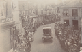 Edward VII driving through Bishops Stortford, October 1905.png