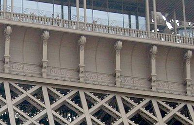 Nama-nama di sisi baratlaut menara - Laplace, Dulong, Chasles, Lavoisier, dan Ampère