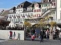 Ein sonniger Nachmittag im Späherbst beim Fischmarktplatz in Rapperswil, im Hintergrund das See-Quai mit dem 'Schwanen' 2011-11-06 14-24-28 (SX230HS).jpg