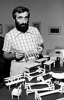 Enzo Mari 1974b.jpg
