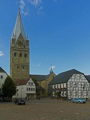 Erwitte - Image: Erwitte, die Sankt Laurentius Kirche Dm 17 foto 9 2015 09 11 16.07