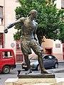 Escultura al saque del pelotari, plaza de Nápoles y Sicilia.AB.jpg