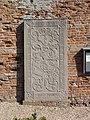Ewijk (Beuningen) grafsteen tegen oude toren.JPG