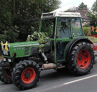 Fendt 2009 -Farmer 275V- by-RaBoe 001.jpg