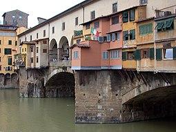 Pasaje sobre el Arno en el Ponte Vecchio.