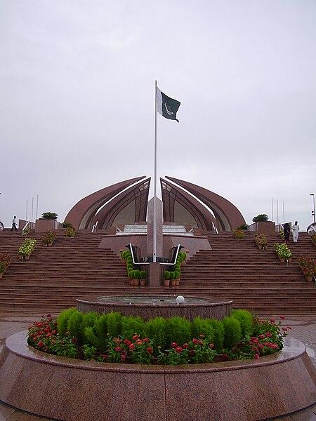 File:Flag of Pakistan on National Monument.JPG