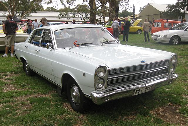 640px-Ford_ZC_Fairlane_500_sedan.JPG
