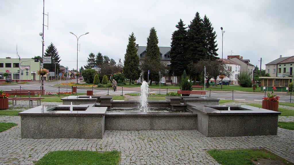 Frampol - fontanna na rynku - DSC00500 v3.jpg