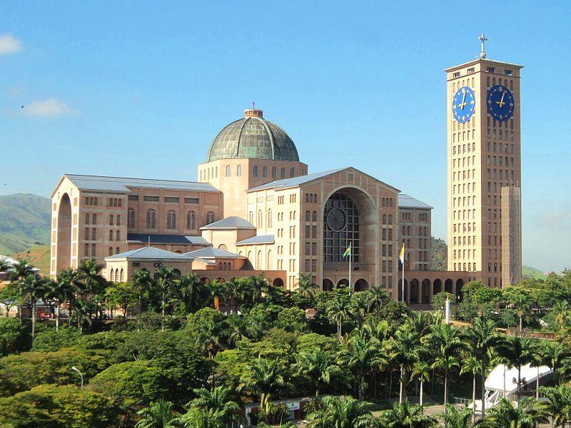 Ficheiro:Frente da Basílica de Nossa Senhora Aparecida, Aparecida SP.JPG