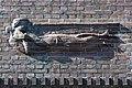 Friedhof Ohlsdorf (Hamburg-Ohlsdorf).Neues Krematorium.Bauschmuck.Kuöhl.Schwebender Engel mit betend erhobenen Händen.3.29622.ajb.jpg