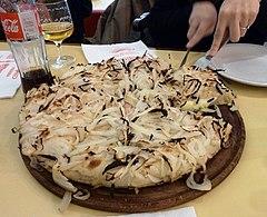 Fugazzeta en pizzeria Guerrin, Buenos Aires