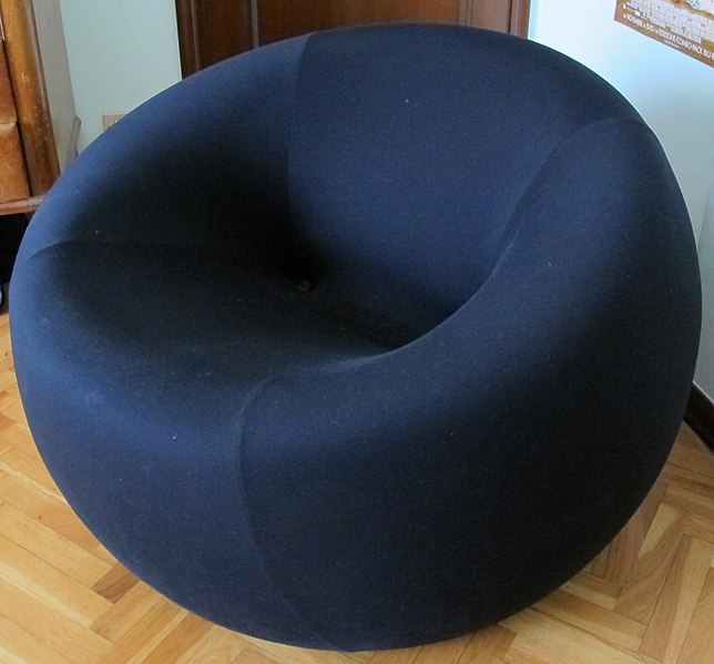 Archivo: Gaetano Pesce, un sillón 01.JPG