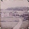 Gammelt gårdstun (Vågå?) (Lom?) (autochrome) (14762386474).jpg