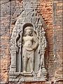 Gardien du temple Lolei (Angkor) (6972342677).jpg