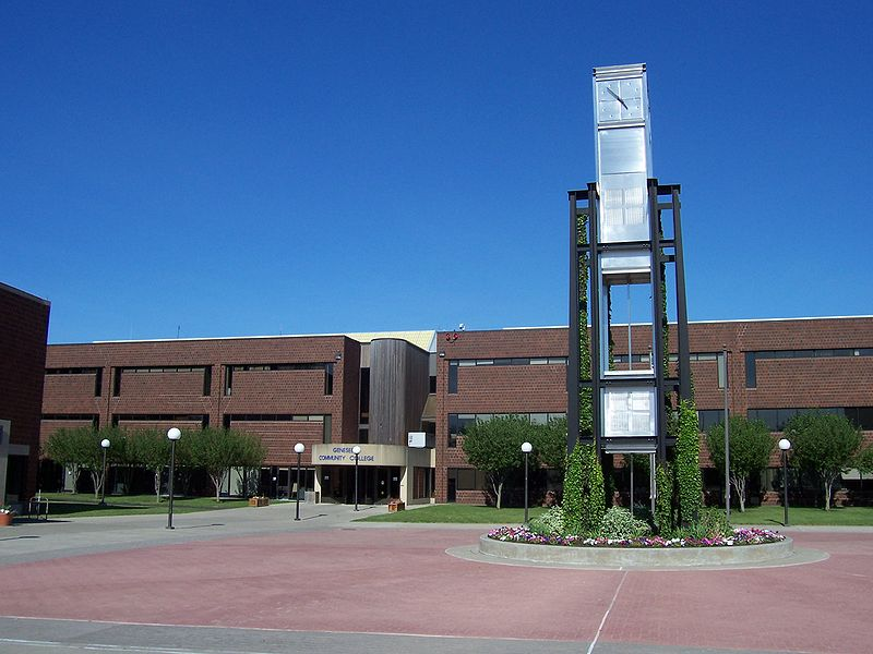 [Image: 800px-Genesee_Community_College_main_campus_complex.JPG]