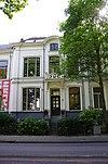 foto van Gepleisterd statig herenhuis