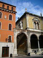 La statua di Girolamo Fracastoro