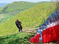 Gleitschirmflieger beim Starten am Albtrauf (2).jpg