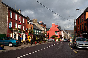 Glengarriff - Restaurants and shops at the N71