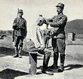 Golenie pod strażą w obozie internowania, 1918.jpg