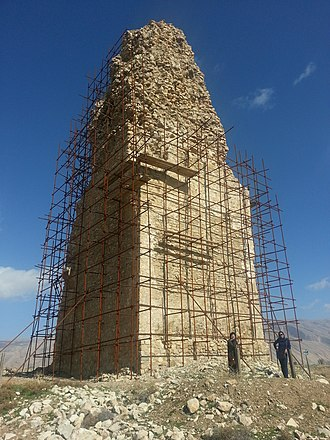 Minar (Firuzabad) - The remaining core of the structure. The stairs and the dome are lost.