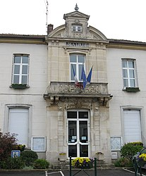 The town hall in Guérard