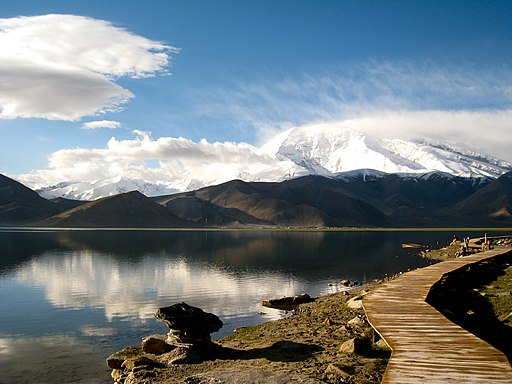 Gutman Karakul lake
