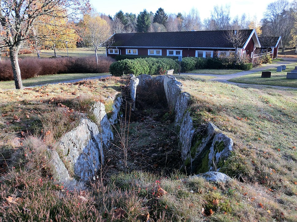 Hällkistan vid Herrljunga kyrkogård (RAÄ-nr Herrljunga 9-1) 4230
