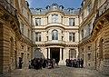 Hôtel de Beauvais cour intérieure.jpg