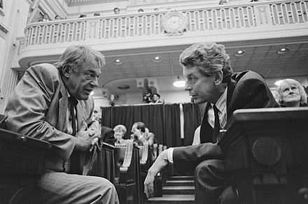 Hans van Mierlo and Labour Leader Wim Kok during a debate in the House of Representatives on 13 September 1989.