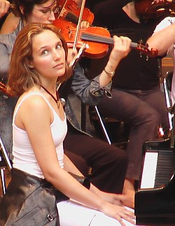 Helene Grimaud Roque-d Antheron 2004 cropped.jpg