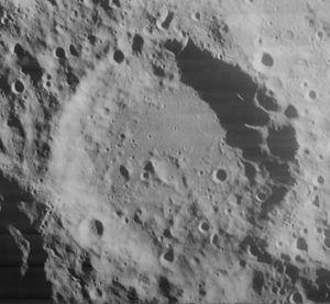 Helmholtz (lunar crater) - Image: Helmholtz crater 4044 h 2
