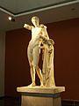 Hermes amb Dionís infant, museu arqueològic d'Olímpia.JPG