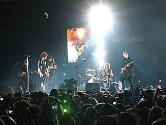 Rock music in Spain - Héroes del Silencio playing live in 2007.